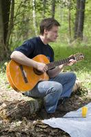 Алексей с гитарой был в центре внимания, что-то даже просили сыграть на бис